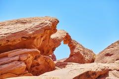 Ärke- bildande för sandsten, naturlig abstrakt bakgrund Arkivfoton