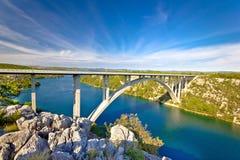 Ärke- bro över den Krka floden Arkivfoto