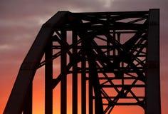 Ärke- bro i solnedgång Arkivfoto