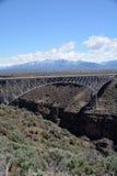 Ärke- brud för stål som spänner över över Rio Grande Gorge Fotografering för Bildbyråer