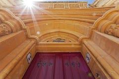 Ärke- dörrväg med solljus Royaltyfri Foto
