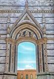 Ärke- fönster på Siena Cathedral i Italien Fotografering för Bildbyråer