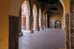 Ärke- galleri i forntida byggnad på den Cavour fyrkanten i Rimini Royaltyfri Fotografi