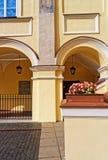 Ärke- galleri på den storslagna borggården i det Vilnius universitetet Royaltyfri Foto
