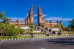 Ärke- ingång till den hinduiska templet bali indonesia Arkivfoton