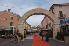 Ärke- monument i Bardolino, Italien Arkivbilder