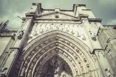 Ärke- och sidodörr av domkyrkan toledo Arkivbild