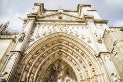 Ärke- och sidodörr av domkyrkan toledo Arkivfoto