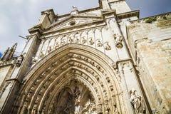 Ärke- och sidodörr av domkyrkan toledo Arkivbilder