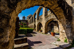 Ärke- sikt av den spanska beskickningen San Jose, Texas Arkivbilder
