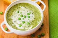 Ärtor lagar mat med grädde soppa Arkivfoton