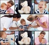 Ärzteteam, das ein Schätzchen beachtet lizenzfreies stockfoto