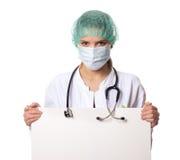 Ärztin, die ein Zeichen hält Lizenzfreies Stockbild