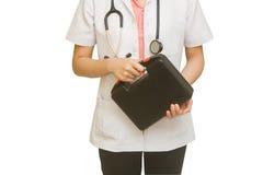 Ärztin-Holding First Aid-Kasten Stockbild