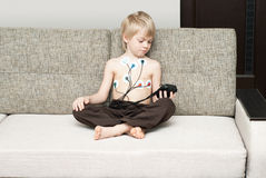 Ärztliche Untersuchung des Herzens des Kindes Lizenzfreie Stockbilder
