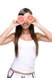 Äta överflödet av vitaminet C. royaltyfri foto