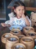 Äta barnet Arkivbild