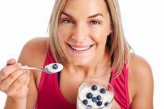 äta den fit sunda kvinnan royaltyfri fotografi