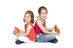 äta den små vattenmelonen för flickor Fotografering för Bildbyråer