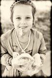 Äta den utomhus- kringlan Royaltyfri Fotografi