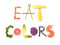 Äta färger - text som stavas ut i färgrika växtfoods Arkivfoton
