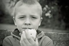 äta för äpplebarn Royaltyfri Foto