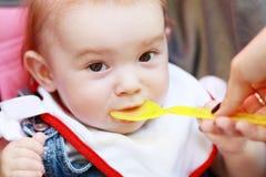 Äta för barn Arkivbild