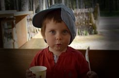 äta för barnefterrätt Royaltyfria Bilder