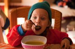 Äta för liten flicka Royaltyfria Foton