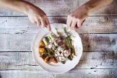 Äta för man Fotografering för Bildbyråer