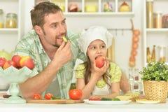Äta för man och för flicka Arkivbild