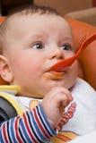 äta för pojkecaucasian Royaltyfria Foton
