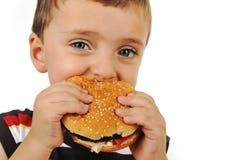 äta för pojkehamburgare Royaltyfri Bild