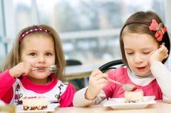 Äta för ungar Arkivfoton