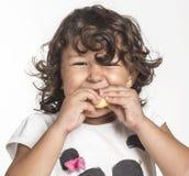 äta flickan little Arkivbild