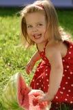 äta flickavattenmelonen Royaltyfri Bild