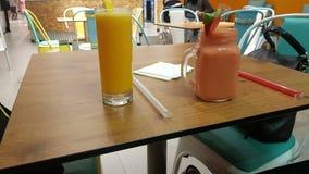 Äta frukosten fotografering för bildbyråer