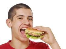 äta hamburgaren Fotografering för Bildbyråer
