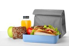 Äta lunch asken med sund mat för skolbarn arkivfoto