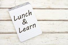 Äta lunch och lär arkivbilder