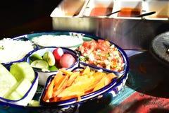 Äta lunch smaktillsatser och varma såser i Cabo, Baja, Mexico royaltyfria bilder