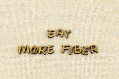 Äta mer fiber bantar sunt ord för matstrikt vegetariantypografi royaltyfria foton