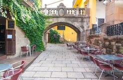 Äta middag alfreskomålningen väntar på i Barceloneta i den Barcelona staden Royaltyfria Bilder