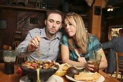 äta middag för par Royaltyfri Foto