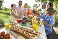 äta middag familjfresco för al royaltyfria bilder