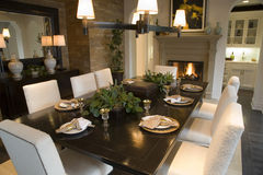 äta middag home lyxig tabell Royaltyfria Bilder