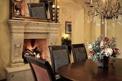 äta middag home modern lokal royaltyfri bild