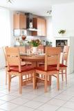 äta middag inre köklokal royaltyfria bilder