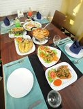 Äta middag mat på tabellen Arkivfoto