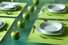 äta middag moderiktig inställningstabell Fotografering för Bildbyråer